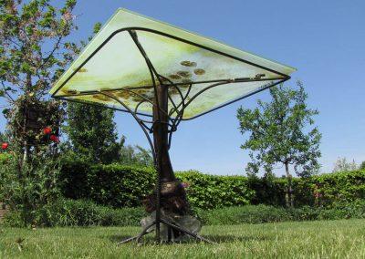 Bistrotafel van appelboom en glasbrokken en betonstaal + rand LBH 85_85_75 cm Connecting-Art Willy Koenen IMG_1551 1600
